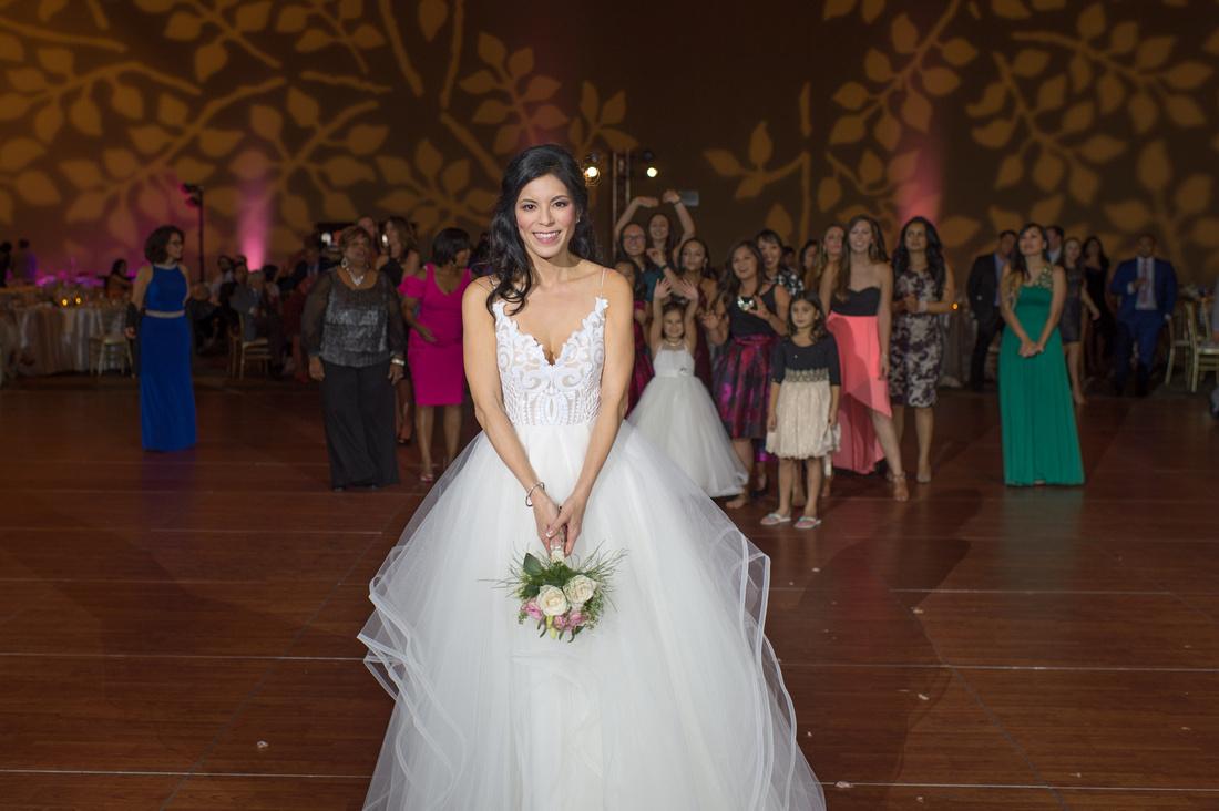 Leah Langley Photography- Orlando wedding photographer – Orlando multicultural wedding photography – Orlando wedding – central Florida wedding photography – Rosen Shingle Creek Wedding -bouquet toss