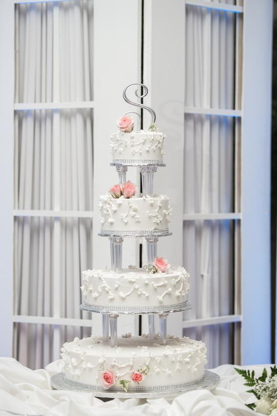 Leah Langley Photography – Florida Wedding Photographer – south Florida wedding photographer – Jacaranda country club wedding -wedding cake